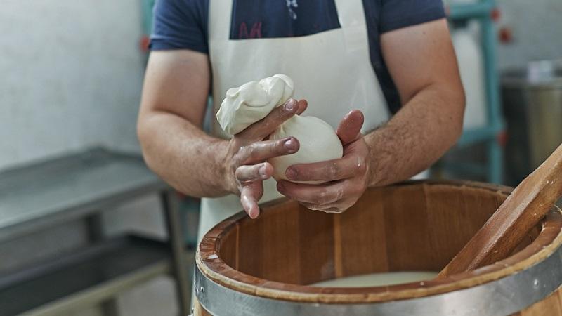 You are currently viewing Azienda Cucchiara: formaggi prodotti con l'esperienza tramandata da generazioni